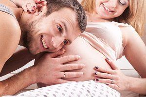 Во сколько начинает шевелиться ребенок в животе